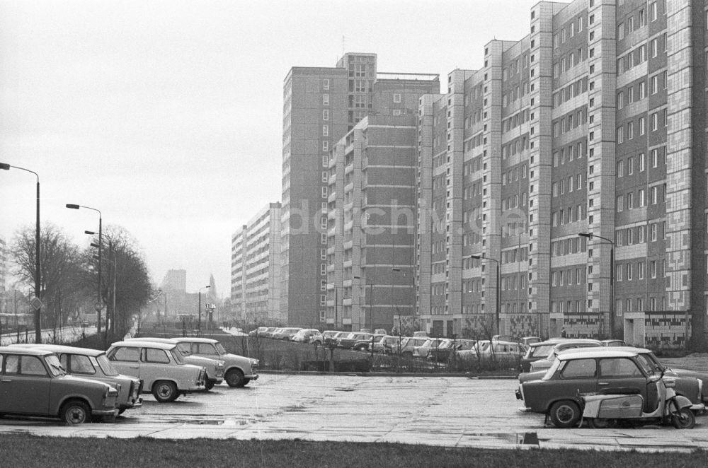 Paysage des 2 roues : hier et aujourd'hui - Page 2 Ddr-fotos-autos-wohngebiet-plattenbauten-stadtteil-magdeburg-nord-57912