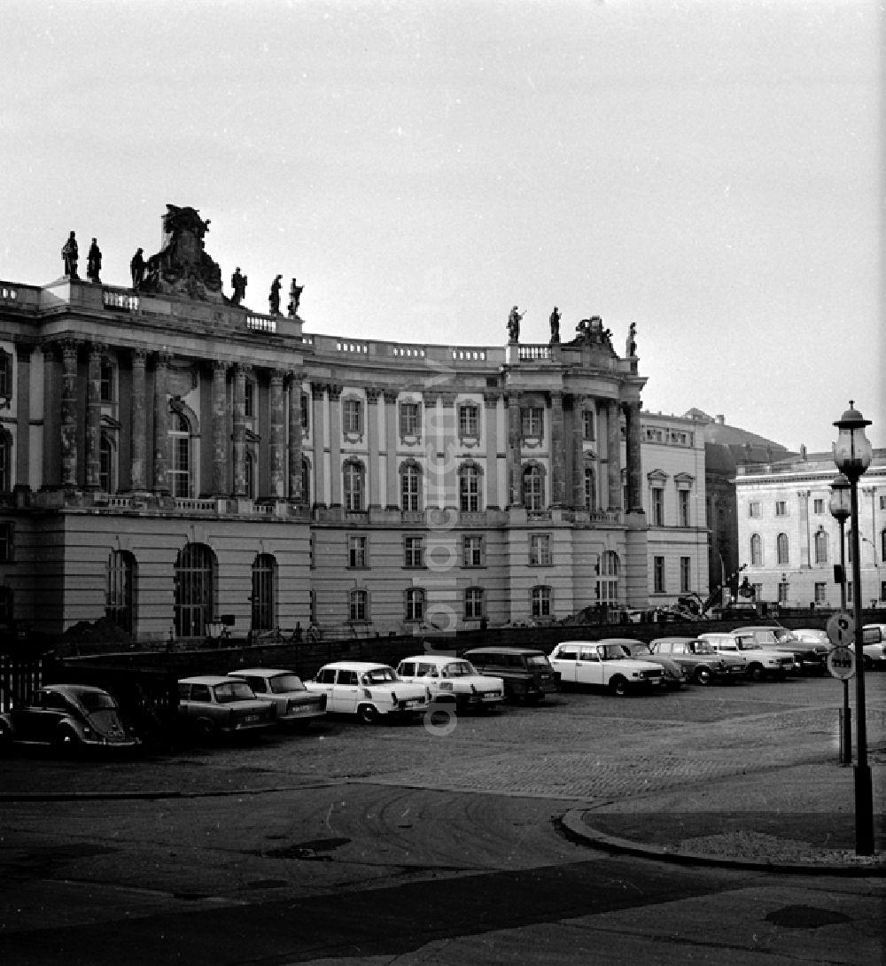 Berlin Die Alte Bibliothek Kommode Am Bebelplatz In Berlin