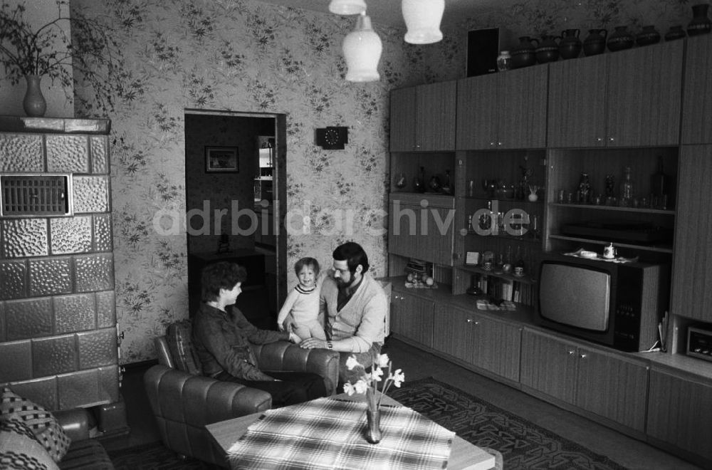 Neuruppin Familie Im Ddr Wohnzimmer In Neuruppin