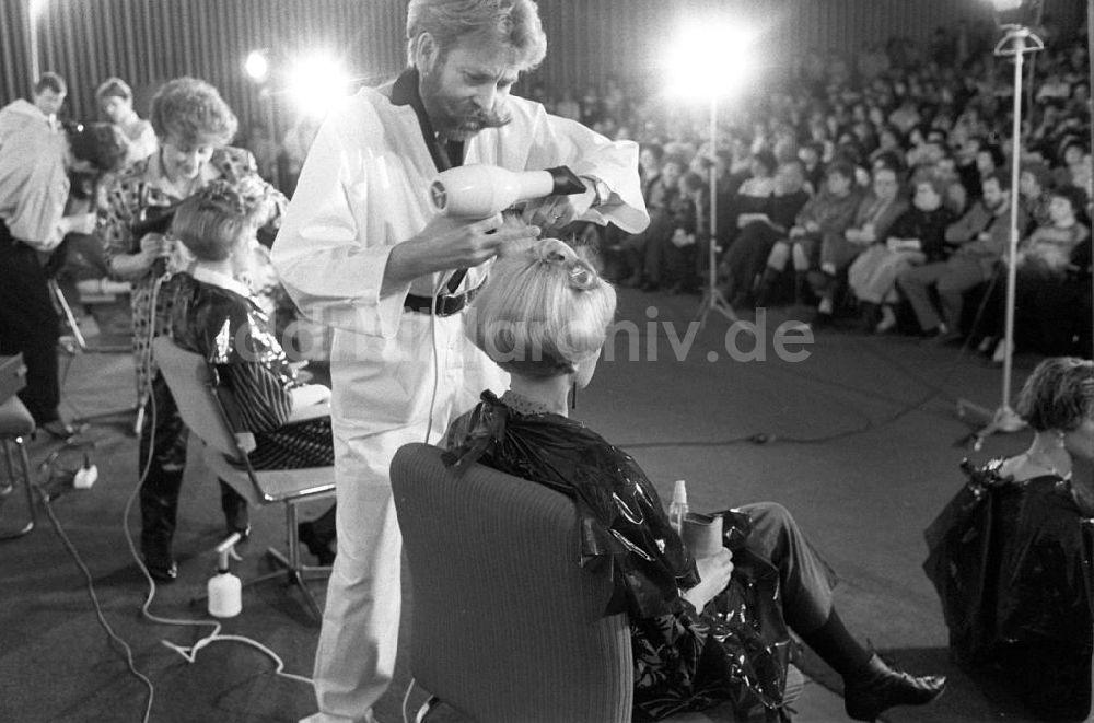 Ddr Fotoarchiv Berlin Frisur Mode Wird In Berlinvorgefuhrt