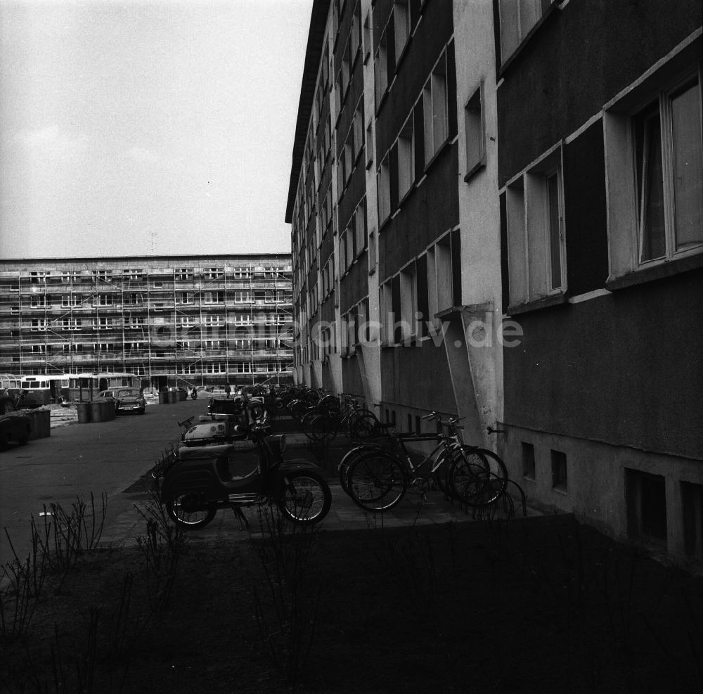 Paysage des 2 roues : hier et aujourd'hui - Page 2 Ddr-fotos-fuerstenwalde-ansicht-neubausiedlung-plattenbau-49303