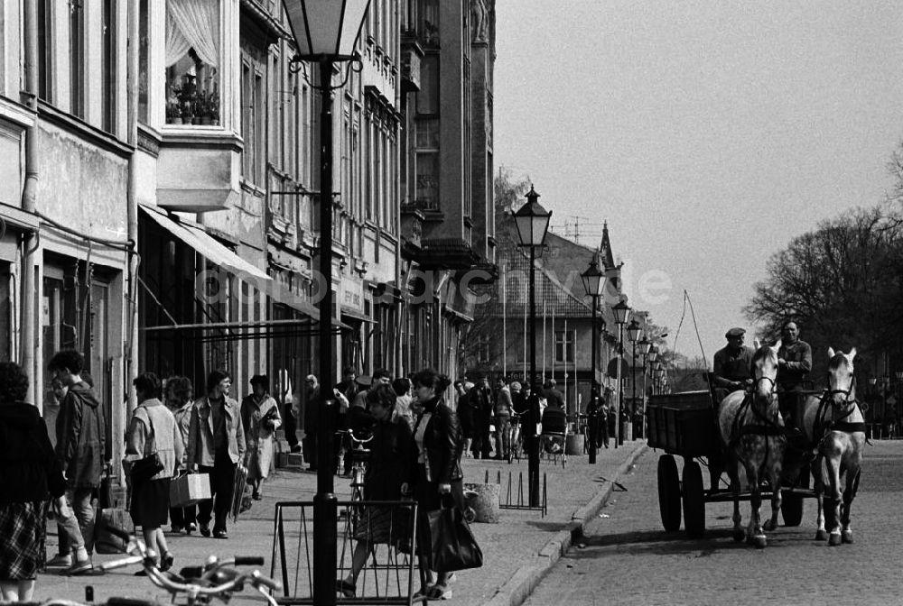 DDR-Fotoarchiv: Neuruppin - Straßenszene in Neuruppin