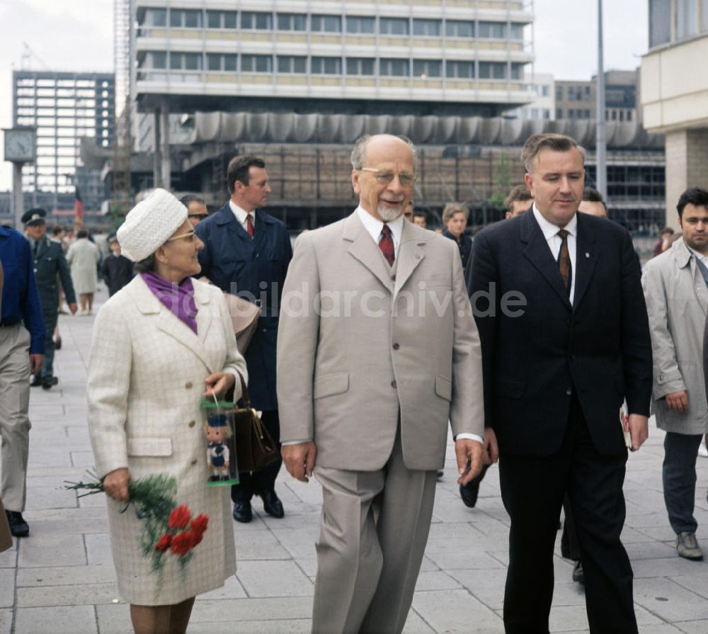 Ddr Fotoarchiv Berlin Walter Und Lotte Ulbricht In Berlin