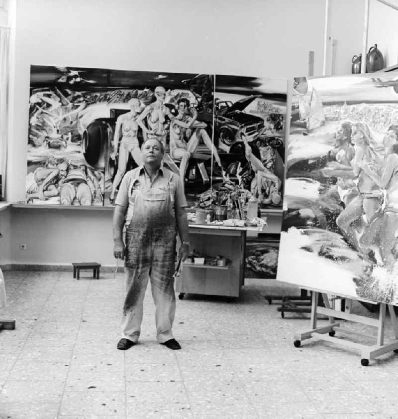 Professor Walter Womacka ( 1925-2010 ) in seinem Atelier in Berlin-Mitte
